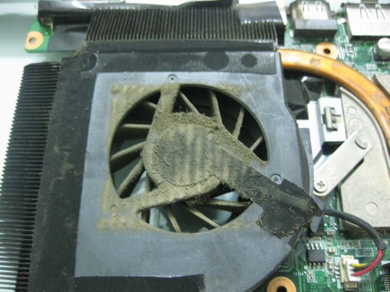 Hướng dẫn vệ sinh laptop chạy nóng treo đơ